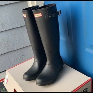 Hunter rain boots. NEW w/ box, only wore 2x.